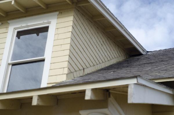 屋根塗装を行うべき時期と価格